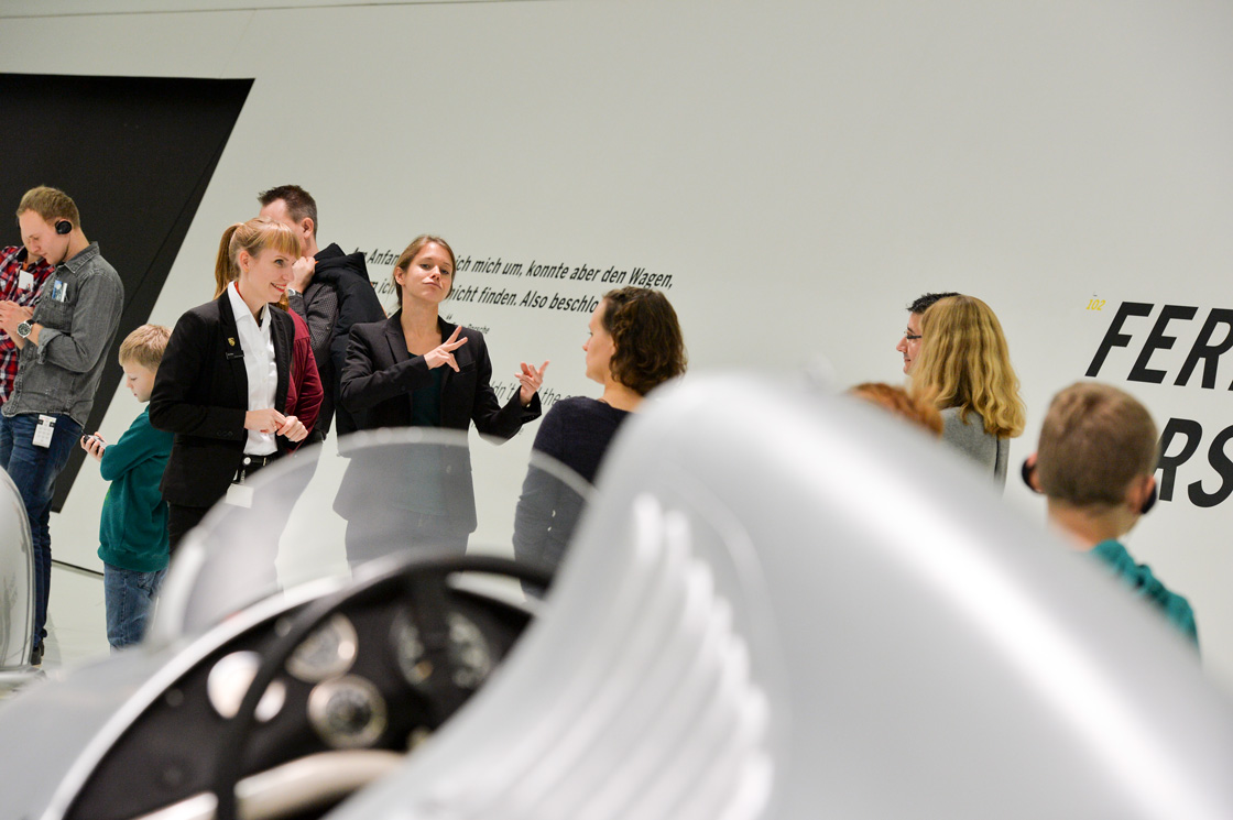 PEOPLE & TALENTS Referenz - Porsche Museum - Día del discapacitado